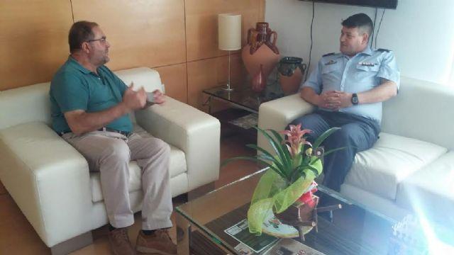 El alcalde se reúne con el nuevo comandante del Acuartelamiento Aéreo de Sierra Espuña (EVA-13) en el marco de un encuentro institucional, Foto 2