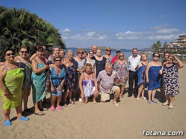 Autoridades municipales clausuran, con su visita, el programa de viajes a la Cala del Pino 2017, Foto 1