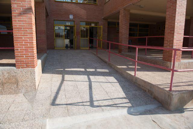 El ayuntamiento invierte en la mejora los colegios públicos de cara al nuevo curso, Foto 2