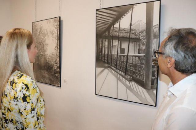 El pintor ceheginero, Paco Fernández, vuelca su ingenio creativo en La visita - 1, Foto 1