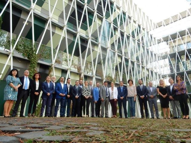 El Gobierno regional fomenta el emprendimiento con la concesión de microcréditos sin aval a jóvenes de la Región, Foto 1