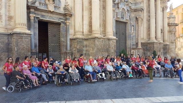 Familia visibiliza el trabajo de los voluntarios que regalan su tiempo a las personas más vulnerables - 1, Foto 1