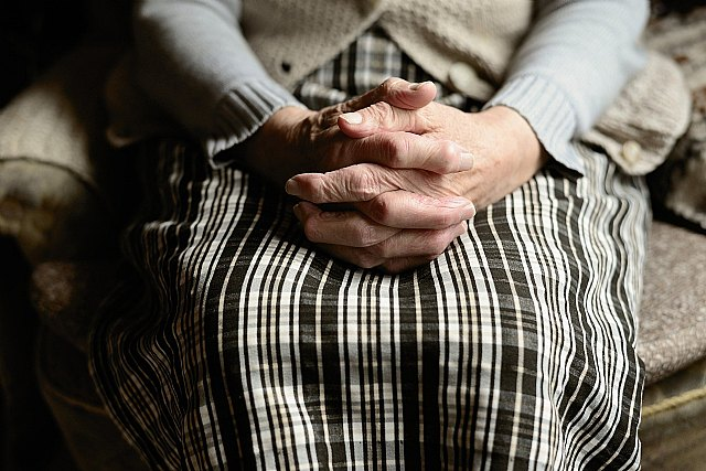 El Ayuntamiento y el IMAS renuevan el convenio de colaboración para el servicio de ayuda a domicilio para personas dependientes, Foto 1