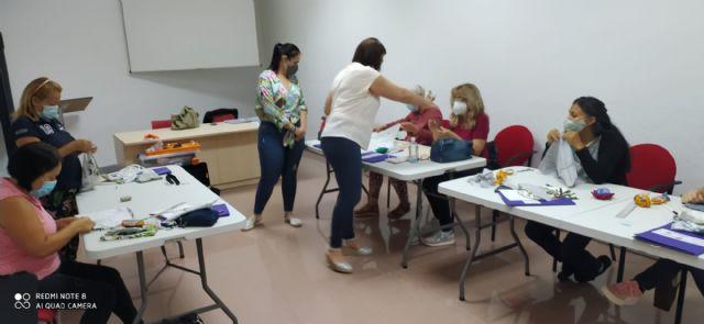 """La Concejalía de Servicios Sociales y Proyecto Abraham ponen en marcha el curso """"Camina entre Telas"""" para la mejora de la empleabilidad - 2, Foto 2"""