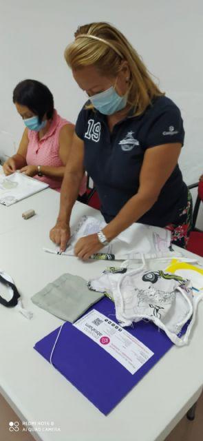 """La Concejalía de Servicios Sociales y Proyecto Abraham ponen en marcha el curso """"Camina entre Telas"""" para la mejora de la empleabilidad - 3, Foto 3"""