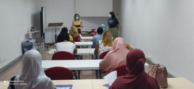 """La Concejalía de Servicios Sociales y Proyecto Abraham ponen en marcha el curso """"Camina entre Telas"""" para la mejora de la empleabilidad - 5, Foto 5"""