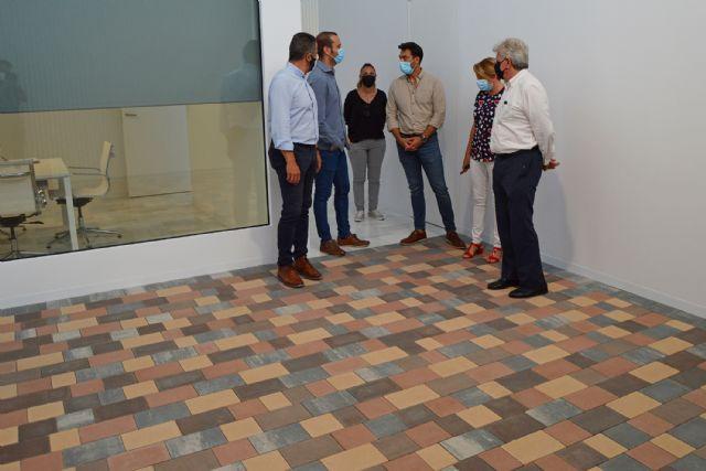 El alcalde López Manzanera visita la empresa local de prefabricados de hormigón Montalbán y Rodríguez - 2, Foto 2