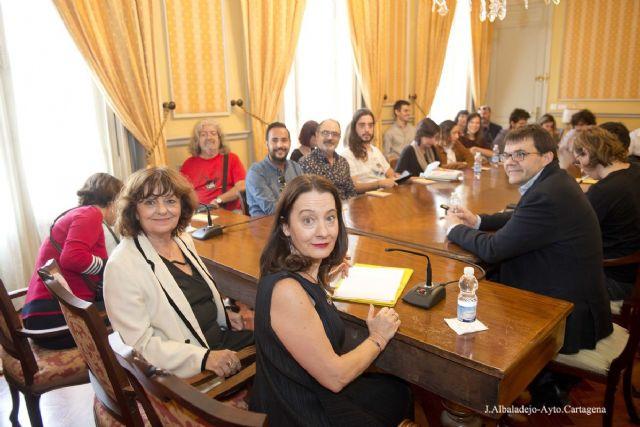 Ana Blandiana participa en un encuentro con 21 jovenes poetas, Foto 1