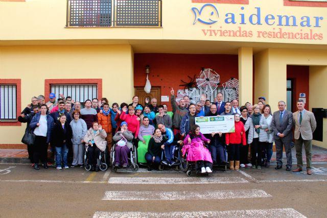 Caja Rural entrega a Aidemar lo recaudado en la bicicleta solidaria celebrada con motivo de la Vuelta Ciclista a España - 1, Foto 1