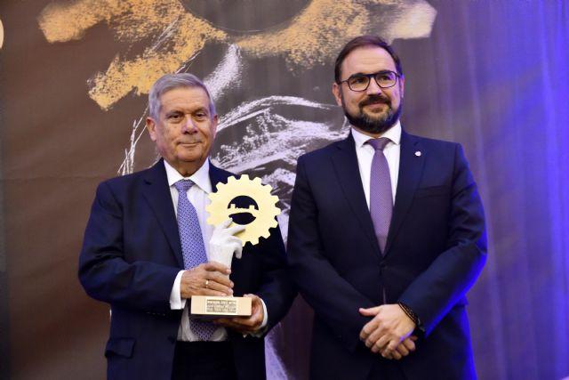 El director general de Cefusa, Juan Cánovas, distinguido en los premios SEPOR de Oro por su contribución al sector ganadero español, Foto 1