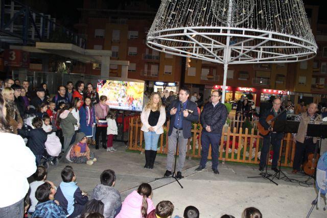 Desde ayer tarde Alcantarilla ya luce su alumbrado navideño y se presentó la programación de Navidad Cultural - 1, Foto 1