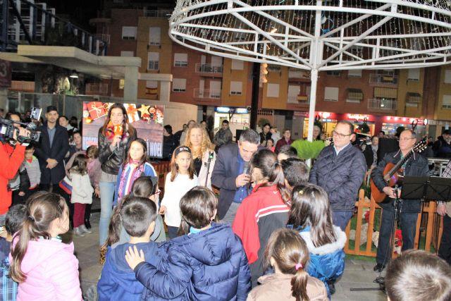Desde ayer tarde Alcantarilla ya luce su alumbrado navideño y se presentó la programación de Navidad Cultural - 3, Foto 3