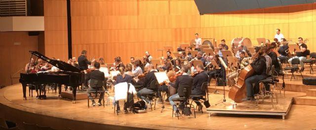 La Sinfónica de la Región y los ganadores del concurso internacional de piano 'Clamo Music' ofrecen el sábado su Concierto de Navidad, Foto 1