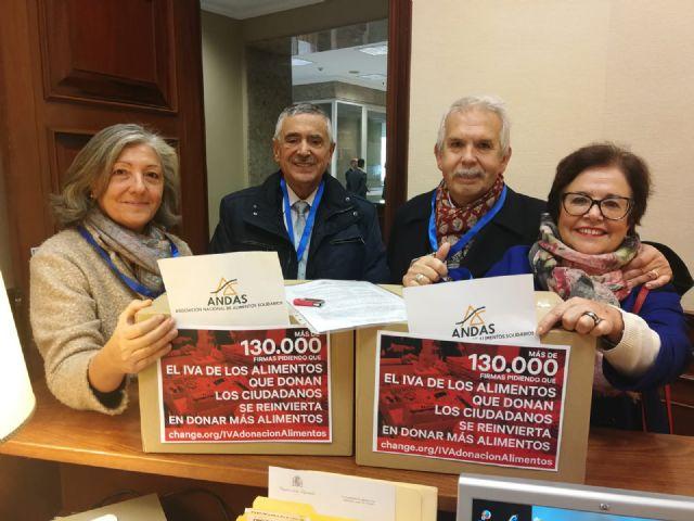 130.000 firmas de adhesión a la iniciativa sobre el IVA de la donación de alimentos, Foto 2
