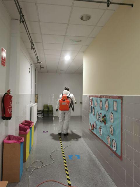 La Concejalía de Educación refuerza las labores de desinfección en los centros educativos de cara a la vuelta a las aulas - 2, Foto 2