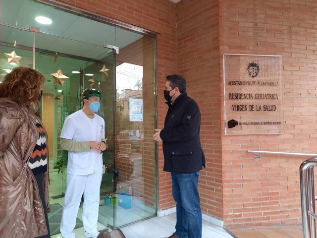 Residentes y empleados de Virgen de la Salud de Alcantarilla reciben la primera dosis de la vacuna contra la Covid-19 - 2, Foto 2