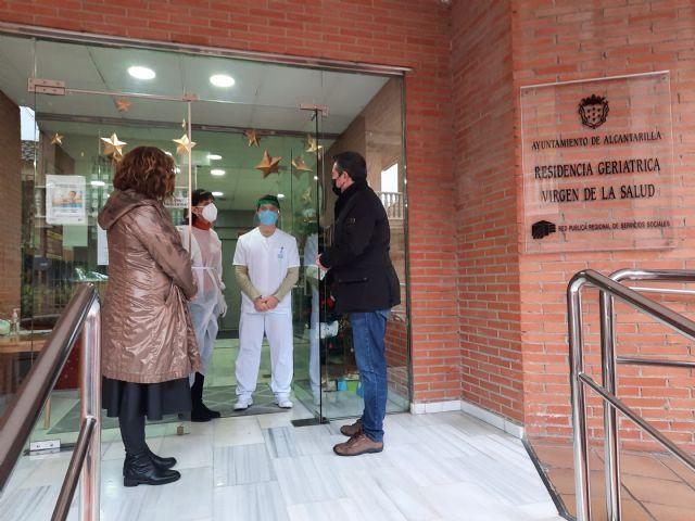 Residentes y empleados de Virgen de la Salud de Alcantarilla reciben la primera dosis de la vacuna contra la Covid-19 - 3, Foto 3