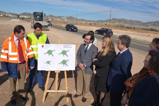 Las obras de la nueva rotonda que facilita el acceso al polideportivo de Mazarrón finalizarán antes de Semana Santa - 2, Foto 2