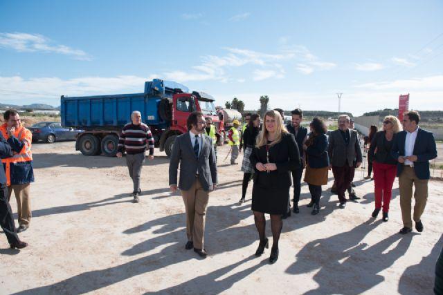 Las obras de la rotonda de acceso al Complejo Deportivo finalizarán antes de Semana Santa, Foto 2