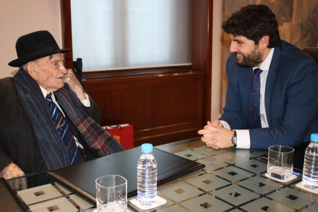 López Miras anuncia el inicio del proceso para otorgar la Medalla de Oro de la Comunidad al Tío Juan Rita, legado vivo de nuestras tradiciones, Foto 1