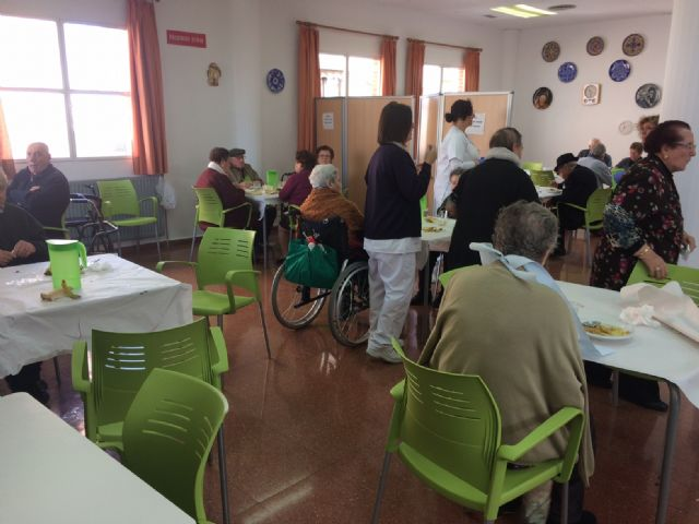 The management contract for the catering and dining service at the day centers with intellectual disability José Moyá and people with mental illness is extended by one year - 1
