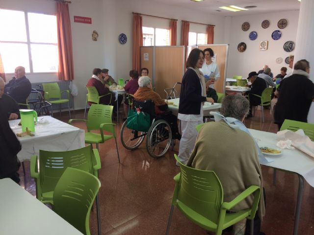 The management contract for the catering and dining service at the day centers with intellectual disability José Moyá and people with mental illness is extended by one year - 2