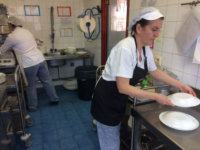 The management contract for the catering and dining service at the day centers with intellectual disability José Moyá and people with mental illness is extended by one year - 3