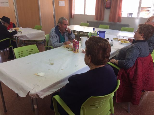 The management contract for the catering and dining service at the day centers with intellectual disability José Moyá and people with mental illness is extended by one year - 4