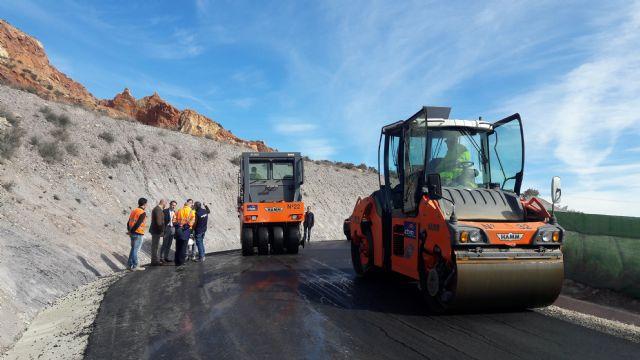Las obras de mejora del vial de acceso al Castillo desde el barrio de San José se encuentran en su tramo final con el asfaltado de la carretera de Murviedro - 1, Foto 1