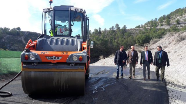 Las obras de mejora del vial de acceso al Castillo desde el barrio de San José se encuentran en su tramo final con el asfaltado de la carretera de Murviedro - 2, Foto 2