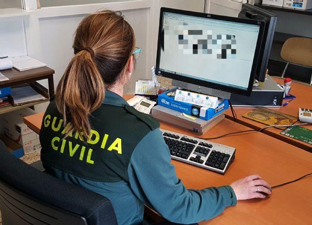 La Guardia Civil esclarece una estafa continuada mediante el uso de tarjetas de crédito, Foto 1