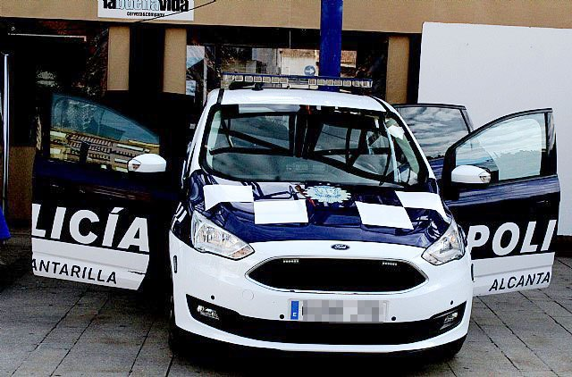 Identifican y trasladan a dependencias policiales al presunto autor de quemar diversos coches y contenedores - 1, Foto 1