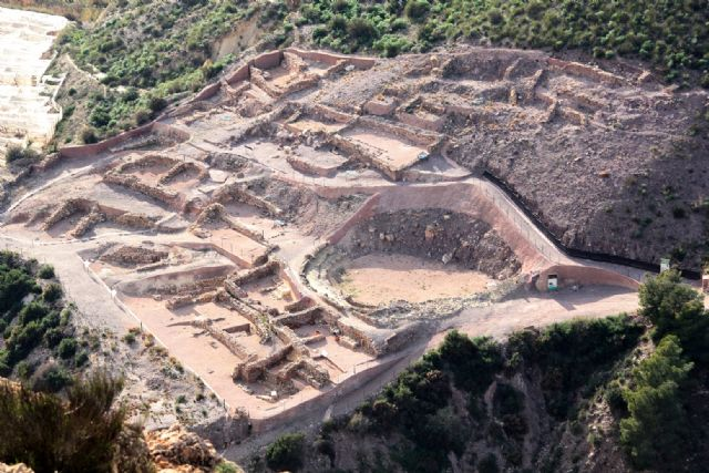 They approve the contracting of the project to improve the dissemination and consolidation of prehistoric architectural structures at the La Bastida archaeological site