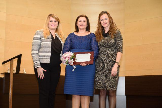 Francisca Ureña recibe el premio de Mujer Mazarronera, Foto 1
