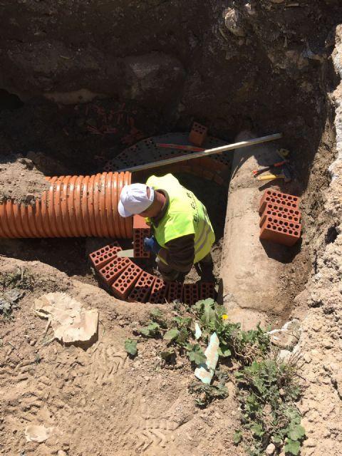 Realizan obras para mejorar la red de saneamiento del paraje El Cabildo - 2, Foto 2