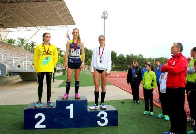 Oro para la mazarronera Miriam Sánchez en salto de longitud en la final regional cadete de atletismo - 1, Foto 1