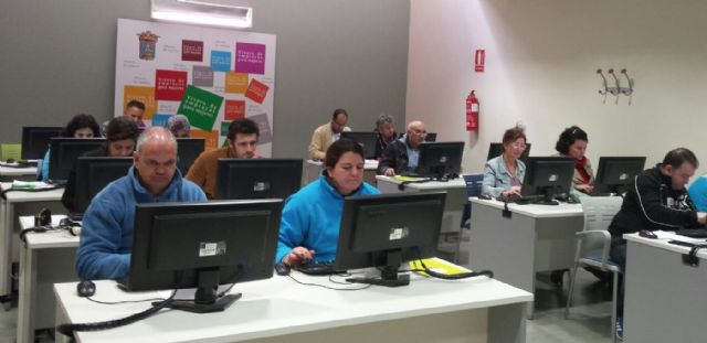 Más de 40 personas en desempleo de Totana y Alhama inician cursos de formación, en el marco del Programa Labor, Foto 2