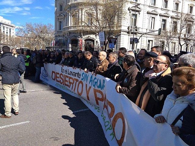 Autoridades municipales participaron hoy en la manifestación celebrada en Madrid para reivindicar agua para el Levante español, Foto 1