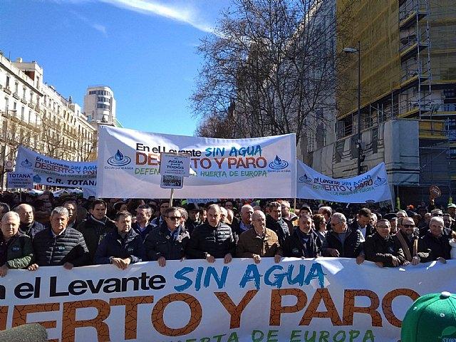 Autoridades municipales participaron hoy en la manifestación celebrada en Madrid para reivindicar agua para el Levante español, Foto 2