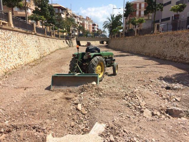 Adecuan el cauce de la rambla de La Santa a su paso por el casco urbano, Foto 2