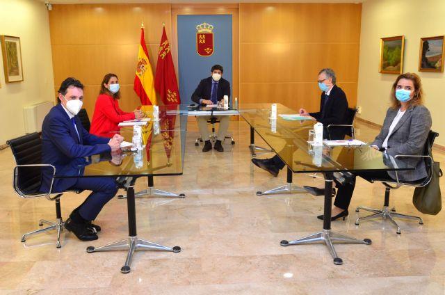 La Presidenta del Colegio de Farmacéuticos de Murcia se reúne con el Presidente del Ejecutivo, Foto 1