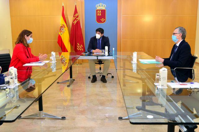 La Presidenta del Colegio de Farmacéuticos de Murcia se reúne con el Presidente del Ejecutivo, Foto 3