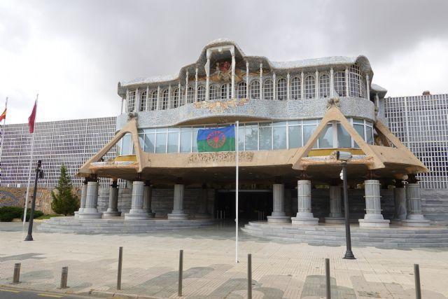 La Asamblea Regional se une a la conmemoración del Día Internacional del Pueblo Gitano, Foto 1