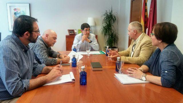 El consejero de Salud se reúne con los responsables de la Asociación Nacional de Afectados por el Trastorno de Aprendizaje No Verbal - 1, Foto 1