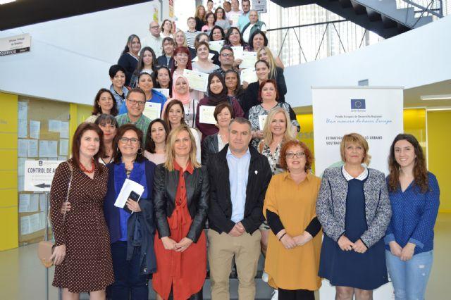 Los participantes del proyecto Ponte en marcha ¡Empléate! reciben sus diplomas - 4, Foto 4