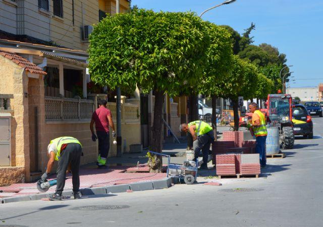 El plan de renovación urbana de Las Torres de Cotillas trabaja ya en las aceras de la avenida Juan Carlos I - 1, Foto 1