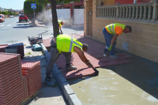 El plan de renovación urbana de Las Torres de Cotillas trabaja ya en las aceras de la avenida Juan Carlos I - 2, Foto 2