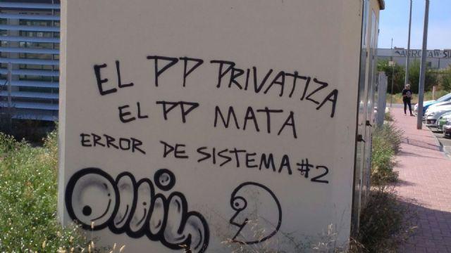 El PP denuncia que el alcalde y el concejal de Servicios hacen caso omiso a sus peticiones para la retirada de pintadas ofensivas, Foto 1