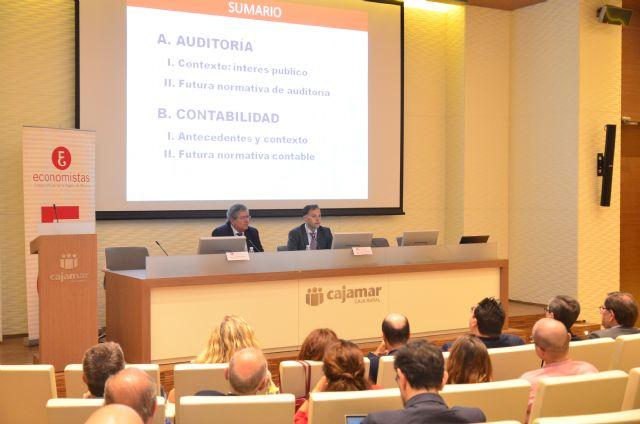 El presidente del Instituto de Contabilidad y Auditoría de Cuentas de España (ICAC) analiza en Murcia los últimos aspectos de normalización contable en el marco europeo que afectan a todo el sector empresarial - 2, Foto 2