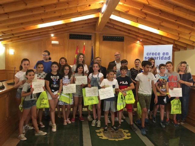 Entrega de diplomas del concurso infantil «Crece en seguridad» - 1, Foto 1